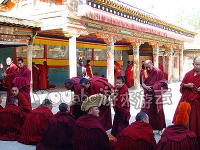 佛会前的塔尔寺喇嘛